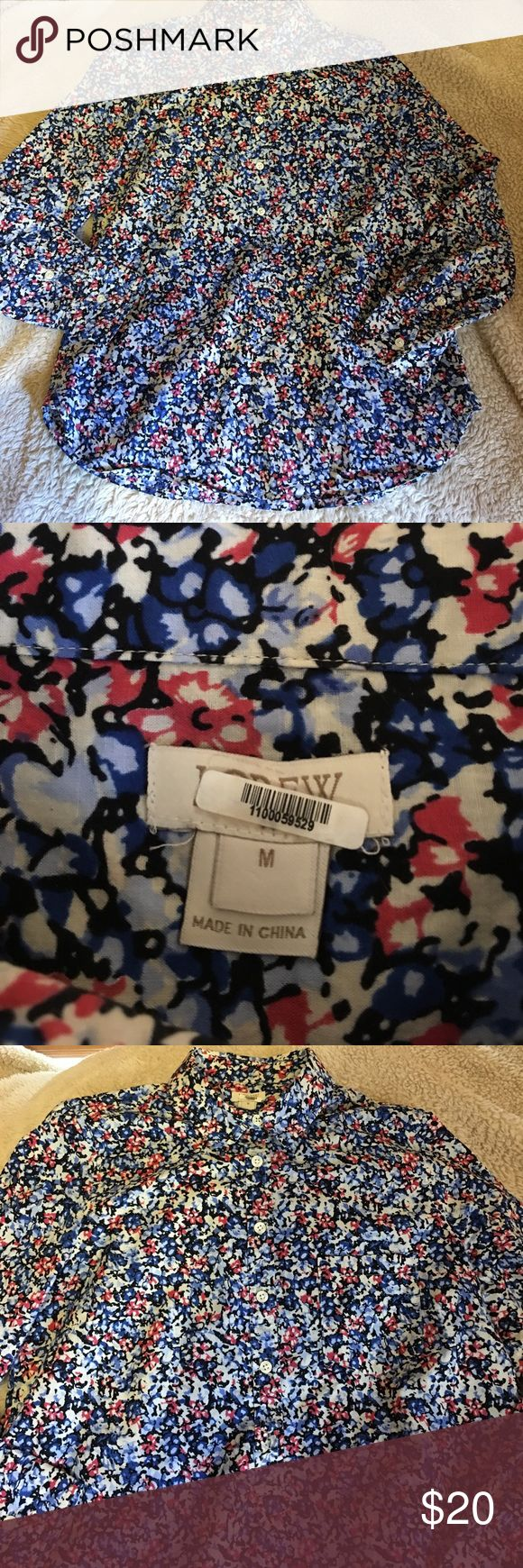 J Crew Floral Popover Shirt Size Medium J Crew Popover buttons halfway down.  Has a chest pocket.  Very pretty pattern, perfect for Summer. Still looks brand new always taken to cleaners.  Nonsmoking home.  Open to offers J. Crew Tops Button Down Shirts