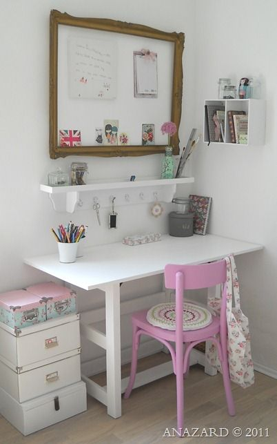 Gorgeous craft room. This is a beautiful blog-http://anazard.blogspot.fr/2011/05/der-schreibtisch-im-ferienhaus.html#