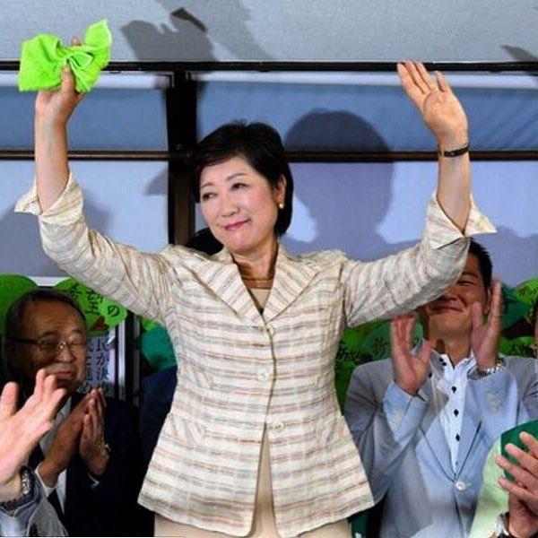 A ex-ministra japonesa do Meio Ambiente Yuriko Koike venceu hoje  as eleições ao governo de Tóquio tornando-se assim a primeira mulher a ocupar o cargo na história do Japão.  Quer mais? Ela se candidatou ao cargo sem o consentimento de seu partido o PLD (Partido Liberal Democrata  LPD sigla em inglês) #aos64 derrotou dois rivais principais e vai governar uma das maiores e mais importantes metrópoles do mundo ou seja Tóquio cidade com mais de 13 milhões de habitantes. Sua primeira atividade…