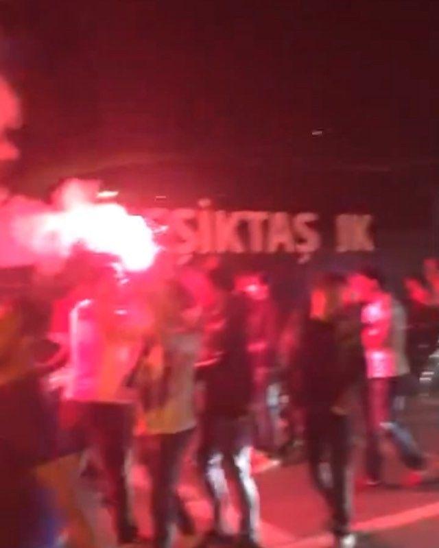 BJK Nevzat Demir Tesisleri 'Şampiyon Beşiktaş' tezahüratlarıyla inliyor. Lider #Beşiktaş
