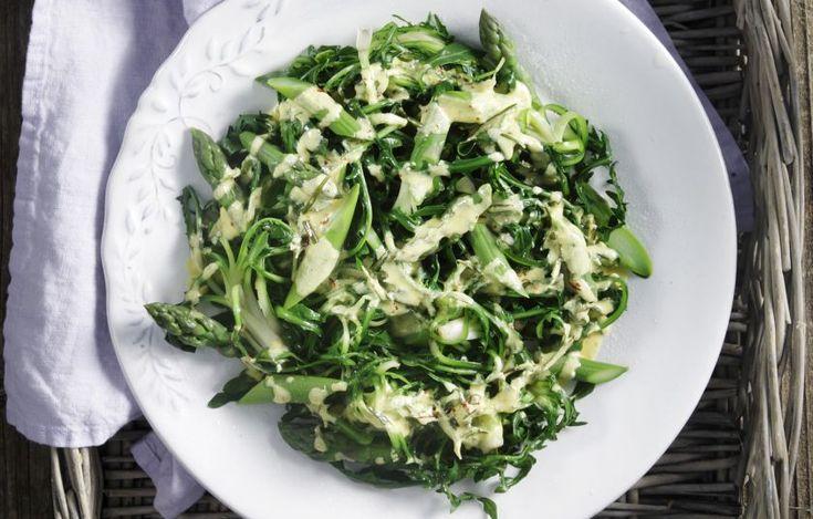 Αξιοποιούμε τα λαχανικά του μήνα σε μια ιδιαίτερη σαλάτα για όλες τις περιστάσεις.