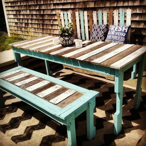 Pallet furniture ideas painted pallet furniture for Cool outdoor furniture ideas