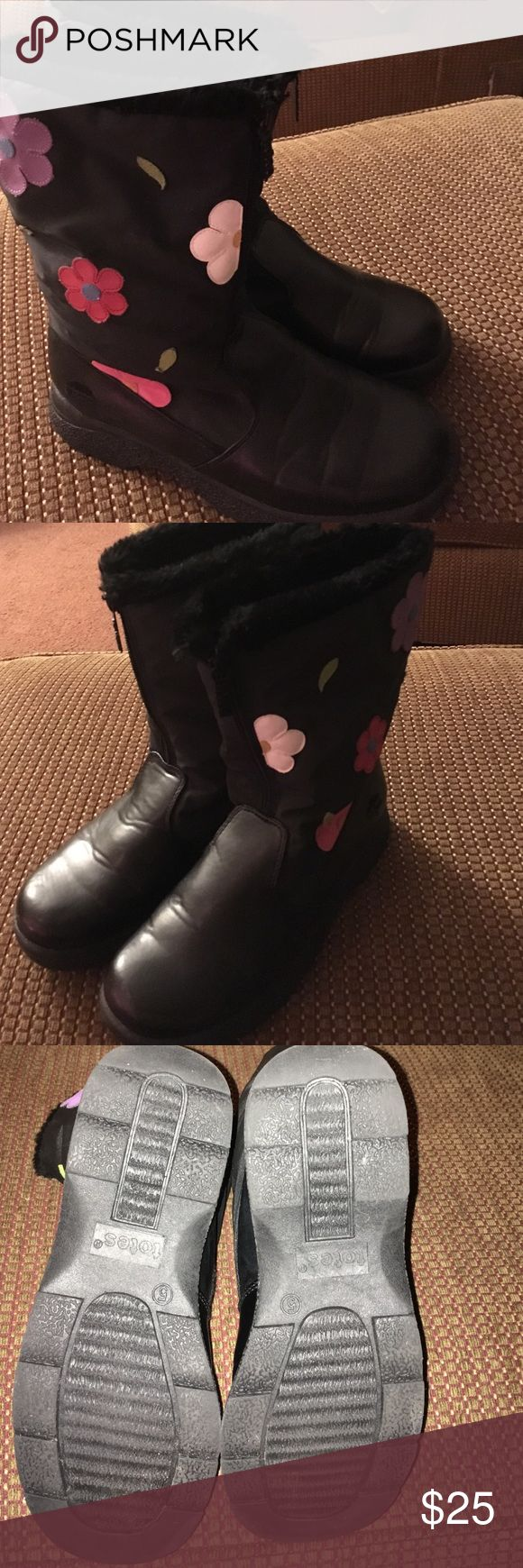 Totes winter boots gently used Black with flower design on sides fully fur lined winter/snow boots only worn a few times .  They are practically new Totes Shoes Rain & Snow Boots