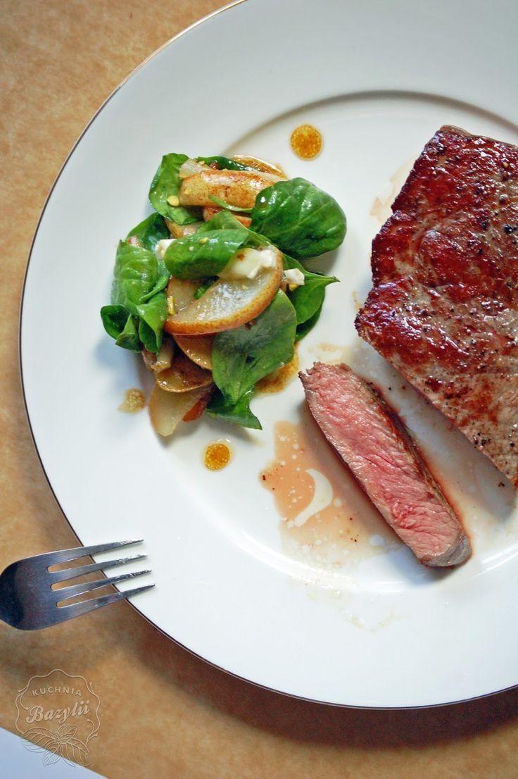 Kuchnia Bazylii: Rostbef smażony i sałatka ze szpinakiem, serem kozim i gruszką