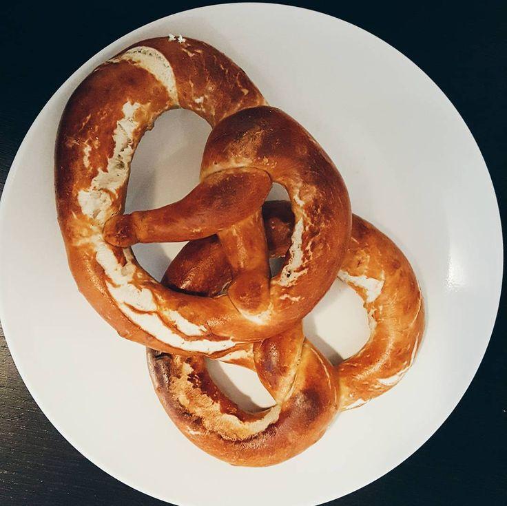 Iniziare bene il fine settimana con pretzel burro salato e birra. #MyWeekendsAreDifferent #vsco #lovecarbs #friday