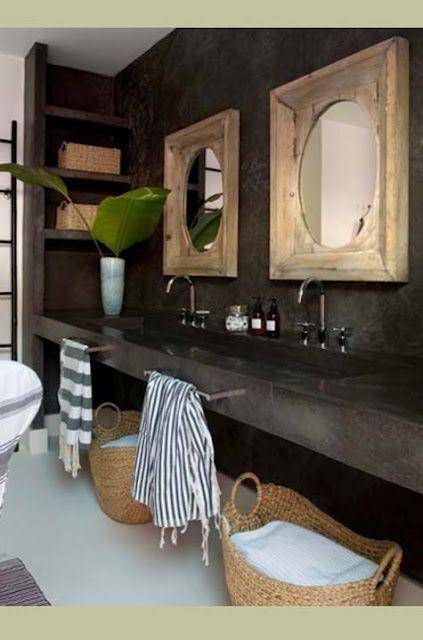 Love the mirrors, mirroir, salles de bain, salle de bain, washroom, bathroom, towels, serviette, panier, sink, intage, dark, noir, brun, brown, water, decor, deco, decoration, shower, douche, plante
