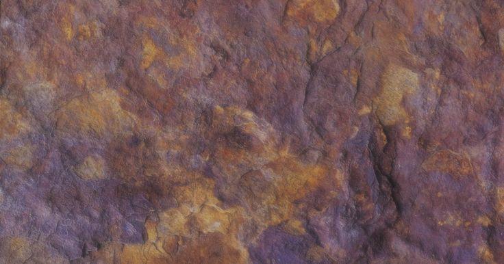 Como decorar usando marrom e roxo. As cores roxo e marrom formam um par decorativo criativo e atraente. Essa combinação deixará qualquer cômodo de sua casa mais elegante e charmoso. Ambas cores oferecem uma ampla gama de tons, de marrom escuro ao cinza-acastanhado e de roxo escuro a lavanda. Escolha um par de cores que reflita sua personalidade, sua decoração ou o esquema geral de ...