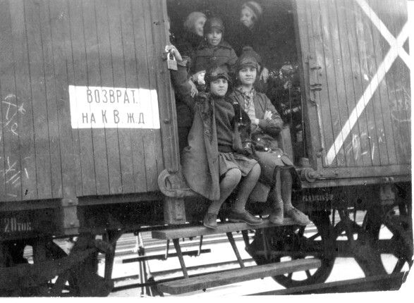 Moving to Soviet Russia,1930s