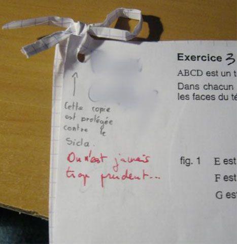 Rien à dire, ces élèves sont des génies ! Peut être pas en fait, en tout cas ils ont le sens de l'humour… Les profs ont du bien se marrer… ...