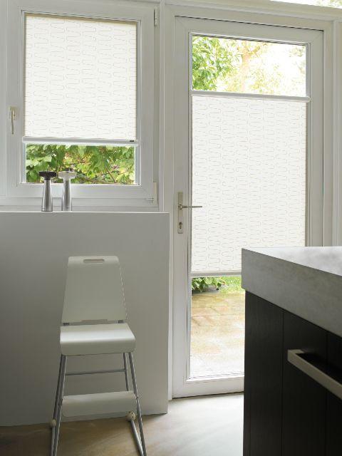 Compact Collection Luxaflex : Rullo Nano - nessun foro su infisso - installazione su vetro - tipo tessuti filtrante, oscurante, - tessuti 25micron di spessore - cassonetto colore bianco o grigio argento a richiesta testa di moro, beige e alcune finiture in colore legno