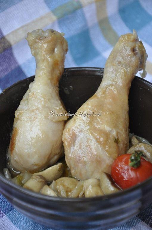 Pui cu ciuperci si bere, o reteta de pranz, usor de preparat, gustoasa - carnea se marineaza dupa care se gateste la cuptor