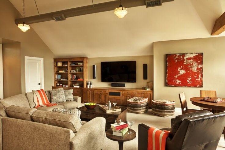 Einfache, neutrale Farbe ist eine lässig, niedrige zentrale Wand-Behandlung für ein Zimmer, das viel Action sieht.