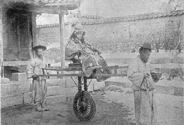 猫车,大韩民族的伟大发明,专供县衙老爷和贵族乘坐,自带人体动态平衡调整系统