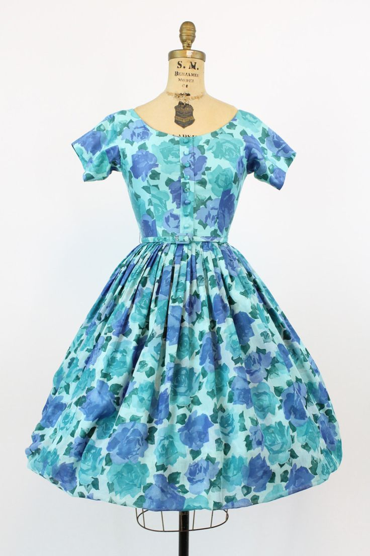*********RESERVED FOR RACHEL*********************** Charming printed 1950s dress! Done in a bright blue rose print. Bodice and skirt are a polished