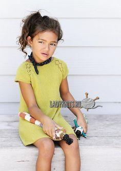 Вязаное спицами платье с ажурными линиями реглана для девочки от 2 до 12 лет