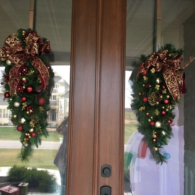 Set Of 2 Christmas Wreath And Garland Beautiful Burgundy And Gold Scroll Bows Cordless Led Light W Christmas Wreaths Christmas Swags Magnolia Garland