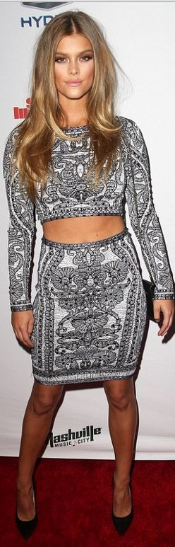 Nina Agdal's gray cropped top and print skirt fashion id