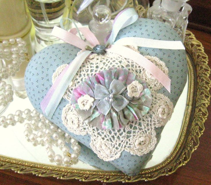 Sachet Heart Cottage Chic, RUFFLED, with Lavender Buds,  Primitive Cloth Handmade CharlotteStyle Decorative Folk Art