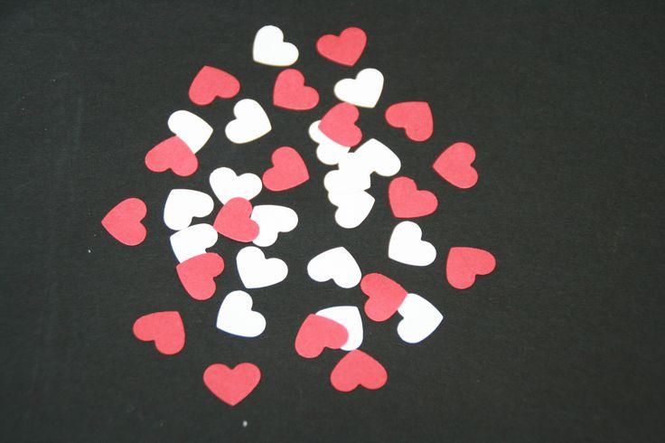 Découpes / Confettis Cœurs rouge et blanc pour décoration de mariage  = 2 €