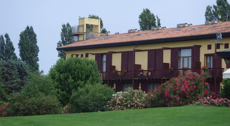 Hotel Golf Inn Lignano Sabbiadoro Set in the Lignano Golf Club gardens, Hotel Golf Inn features a restaurant, fitness centre and spa. Offering free Wi-Fi, the property is a 7-minute drive from Lignano Sabbiadoro beach.
