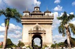 凱旋門といえばフランスのパリを連想しますが実はラオスの首都ヴィエンチャンにも美しい凱旋門があるんです 内戦の終結とラオス国の勝利を記念して建造されました この凱旋門は上に上ることができてヴィエンチャン市内を見渡すことができるんですよ tags[海外]