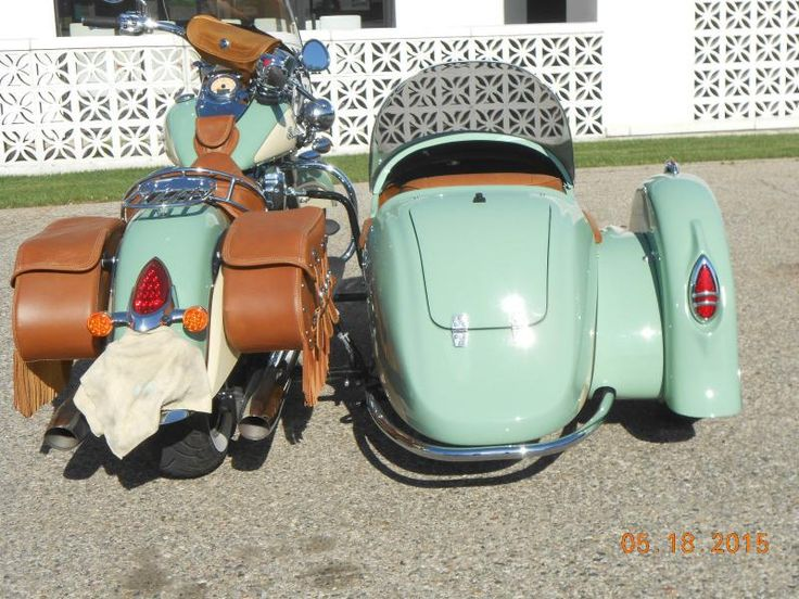 Indian Motorcycle  & Hannigan Vintage Sidecar Trunk Rear