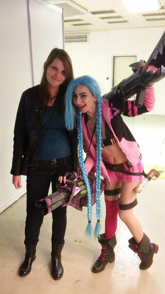 HI! This weekend I was at In-Joy Expo in Czech Reublic, where National LoL Championship was held. And it was freaking amazing! Saturday I wore classic Jinx (pic) and Sunday I wore my Nurse Jinx! So much people came to take a photo with me, which was so so nice! This is the first photo :3  Jinx (League of Legends) Cosplay by Marty Novotna  FB page: http://facebook.com/MartyCosArt  #cosplay #game #Jinx #LeagueofLegends #MartyNovotna #LoL #tsu