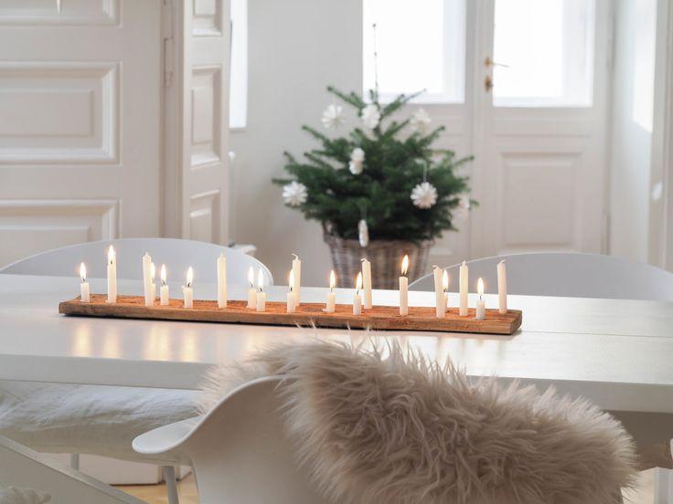 Kerzenlicht-Liebe: Mein weihnachtliches Kerzenbrett-DIY... | SoLebIch.de - Foto von Mitglied traumzuhause #solebich #interior #einrichtung #inneneinrichtung #deko #decor #weihnachten #christmas #advent #Weihnachtsdeko #christmasdecor #adventsdeko #adventdecor #candles #kerzen #lammfell #fur #holzbrett #woodenboard
