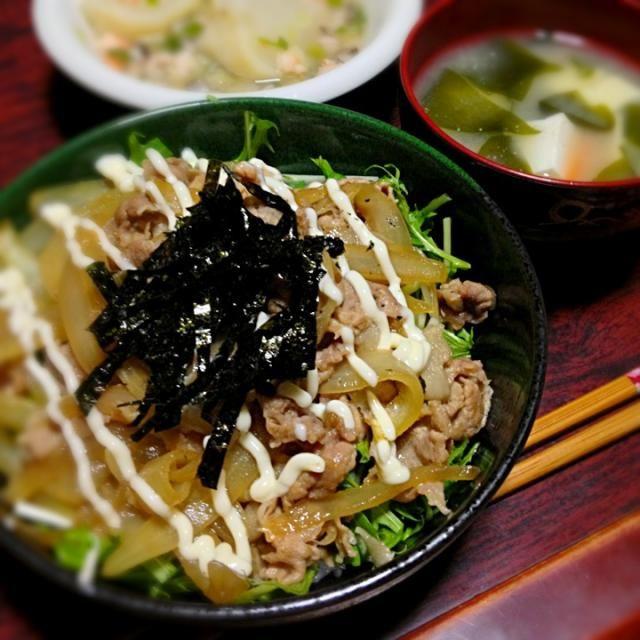 ちょっと元気がなかったので簡単な激ウマ丼を!ウマ〜! やっぱり海苔があるといいね(*^o^*) - 12件のもぐもぐ - 豚の生姜焼き丼&根菜とワカメと豆腐の味噌汁 by palico