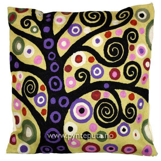 """Pyntepute """"Livets tre 2"""". Det abstrakte uttrykket og bruken av spennende farger, skaper en spennende detalj i interiøret ditt. Fargene som er brukt er lys gul bakgrunn med elementer av sort, hvit, rosa, lilla, brun og burgunder. Fra nettbutikken www.pynteputa.no. #pyntepute #pynteputer #sofaputer #kandinsky #farger"""