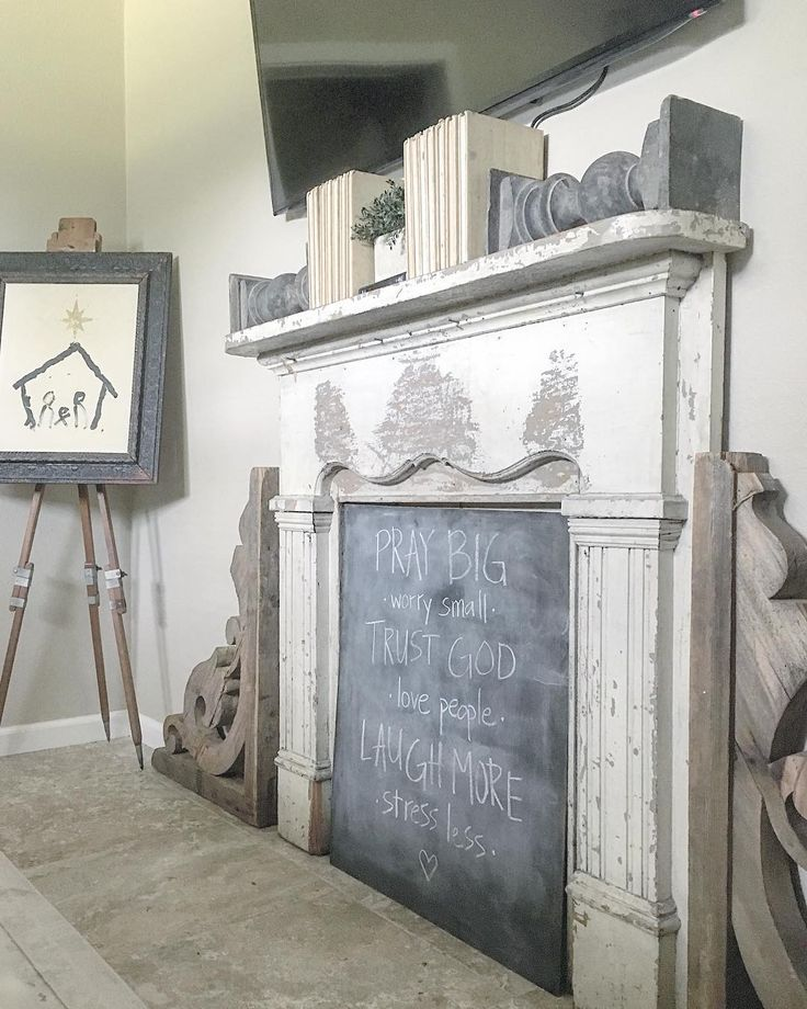"""Leslie (@gracegreydesigns) """"Can one ever really have too many chalkboards? Don't answer that. I originally planned on attaching…"""""""
