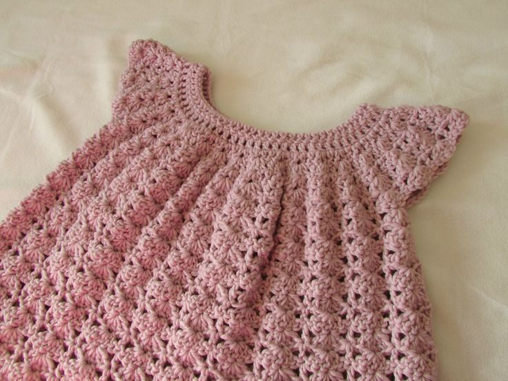 How to crochet a little girl's shell stitch dress / top / tunic ༺✿ƬⱤღ http://www.pinterest.com/teretegui/✿༻