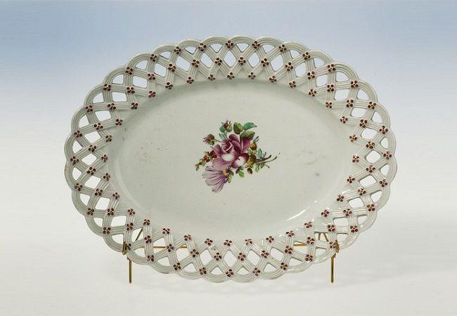 Porcelain from Korzec. Photo: Wikimedia Commons/Samuel Uhrdin (Public Domain)