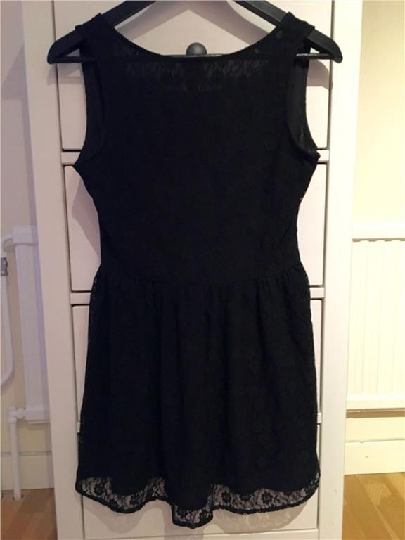 Brandy Melville - Svart kort spetsklänning med djup ringning i ryggen, small 49 kr
