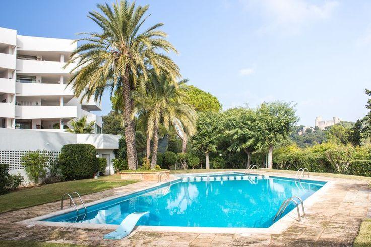 Beautiful apartment with amazing views in La Bonanova. 200 sqm, two bright bedrooms, three bathrooms, walk in closet and community pool. 2 500 €/month.