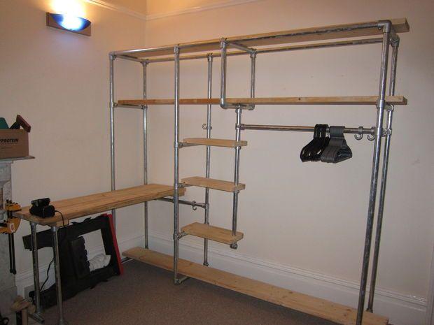 Mueble para una tienda de ropa. --- Picture of Scaffold Storage System