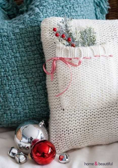 32 Cute And Cozy Knitted Christmas Decorations - http://www.homeandbeautiful.com/interiors/32-cute-and-cozy-knitted-christmas-decorations-2.html