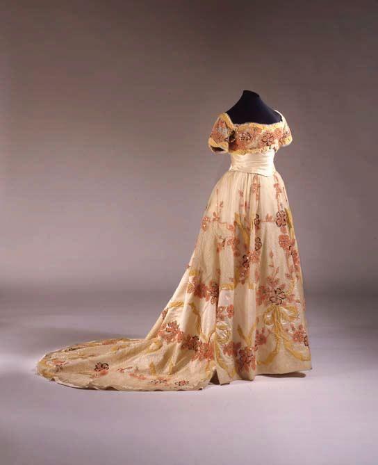 Ball gown 1901   © 2000–2012 The Metropolitan Museum of Art. All rights reserved. Gift of Mr. Cornelius Vanderbilt and Mrs. Robert L. Stevens, 1953.