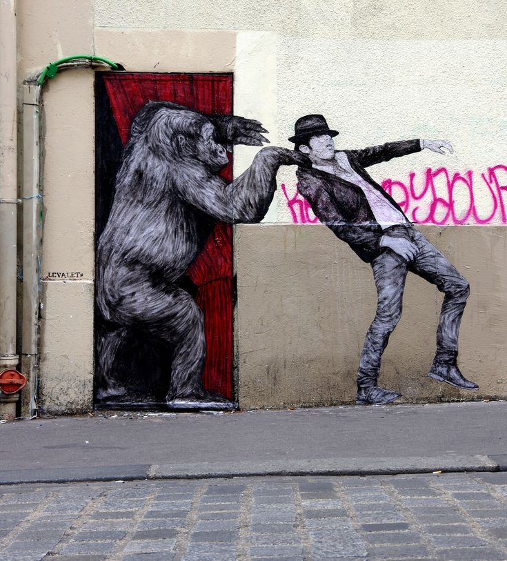 Humain, si on inversait les rôles... ! / Street art. / By Levalet.