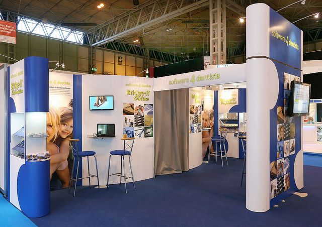 Portable Modular Exhibition Stand for Software for Dentists. Get free design http://www.expodisplayservice.ae/FreeDesign.aspx