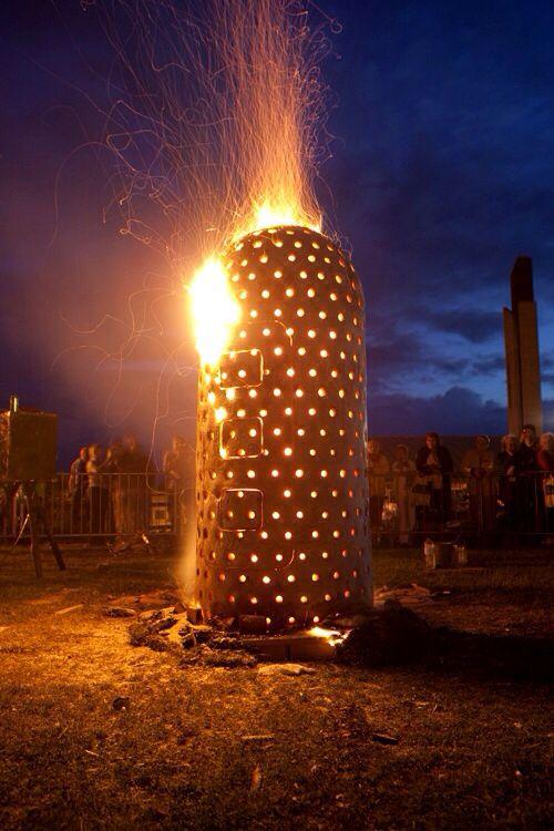 Tom Barnett fire sculpture