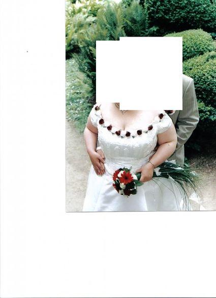 Robe de mariée bordeau et blanche grande taille 50 d'occasion