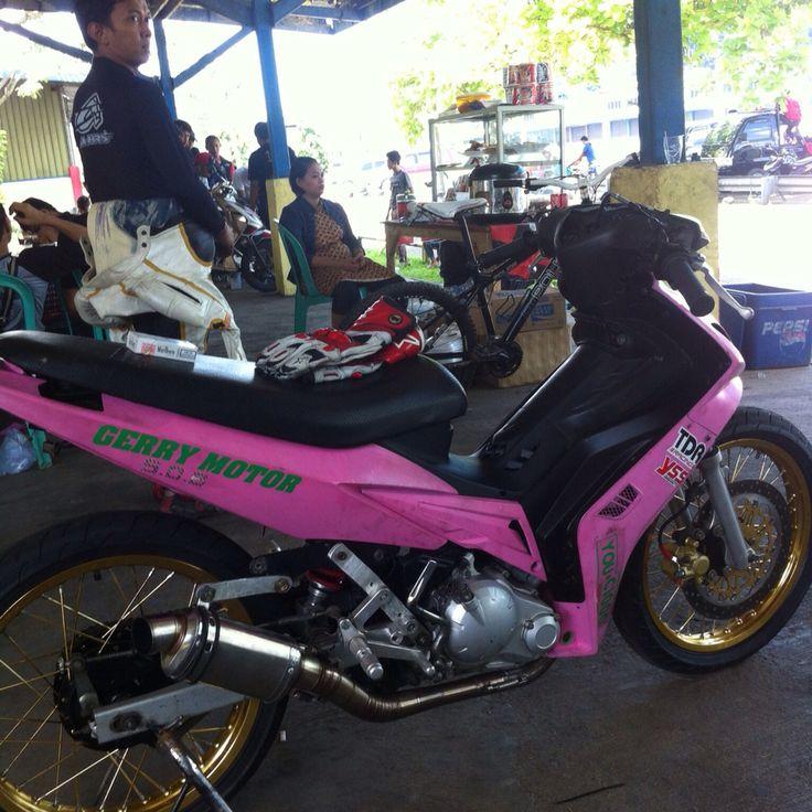 Gerry Motor... #yamaha #lc135 #pinkyamaha