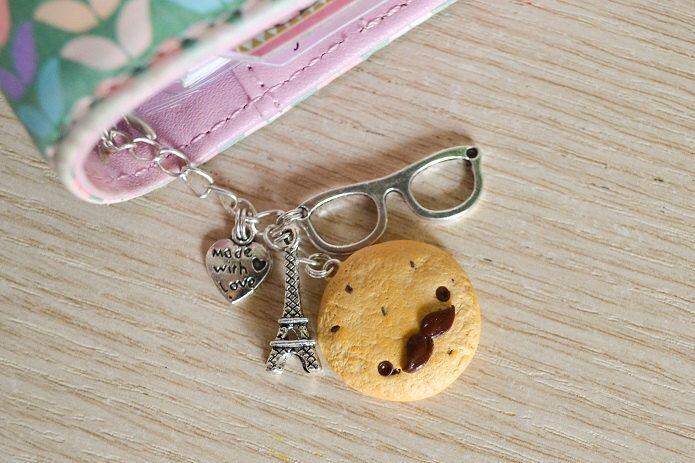 Biscotto con gocce di cioccolato e baffi kawaii ciondolo per agende planner o borsa in pasta polimerica stile francese di LittleWitchHandmade su Etsy https://www.etsy.com/it/listing/230512363/biscotto-con-gocce-di-cioccolato-e-baffi