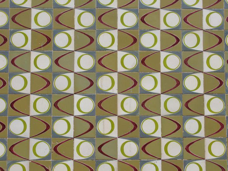 ISABEL CORTEZ - Querubim Lapa (1925-) | Lisboa | Rua Duarte Pacheco Pereira #Azulejo #QuerubimLapa #Padrão #Pattern