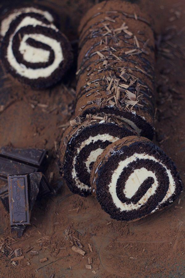 Pasiune pentru bucatarie: Rulada cu ciocolata si crema de caramel