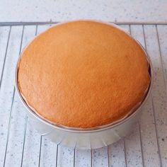 ケーキ屋さんみたいにふっわふわ♪自慢のスポンジケーキ by Mutsumi(小林 睦美) / おうちでも、ケーキ屋さんみたいなスポンジができるんです!コツさえつかめば、ともだてで簡単に出来ます!写真つきで詳しく載せました。 / Nadia