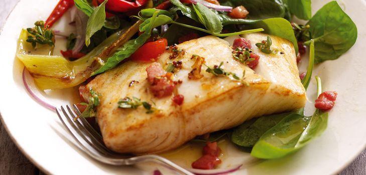 Палтус, запеченный в духовке с картофелем, сыром и овощами: рецепты с фото. Палтус, запеченный в фольге и в рукаве.