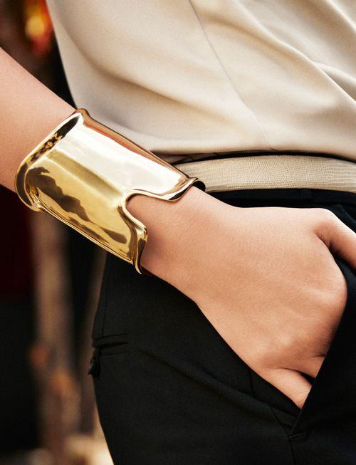 Black + Gold: Cuffs Bracelets, Bold Cuffs, Gold Cuffs, Accessor, Gold Bracelets, Cute Summer Outfits, Anne Taylors, Woman Style, Summer Clothing