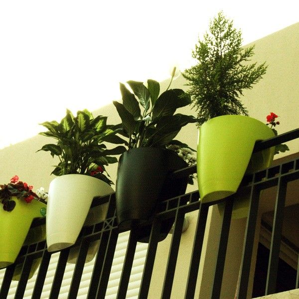 Greenbo Railing Planter: Plants Can, Pots Gardens, Greenbo Railings, Flowers Pots, Apartment Living, Plants Holders, Railings Planters, Porches Railings, Front Porches